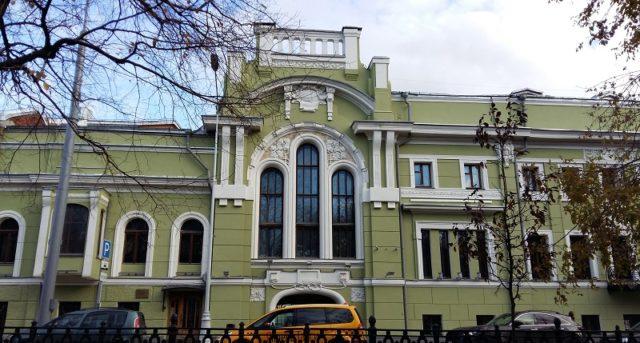 https://favorite-moscow.ru/wp-content/uploads/2018/02/ОсобнякСмирнова_ЛеваяЧасть-640x343.jpg