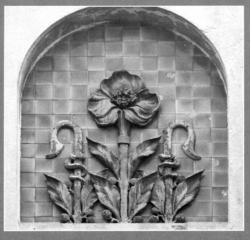 Элемент декора на здании чаеразвесоч. фабрики