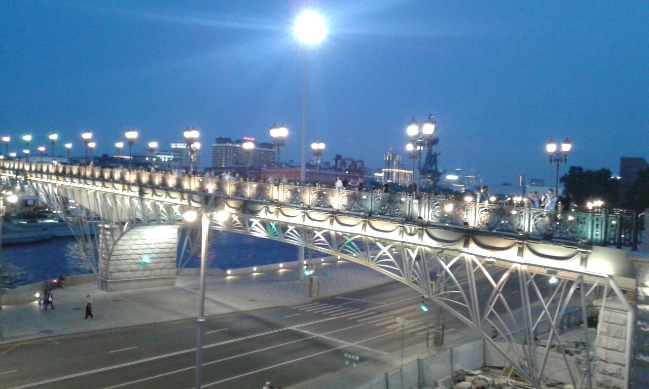 Прогулка по Патриаршему мосту 12+