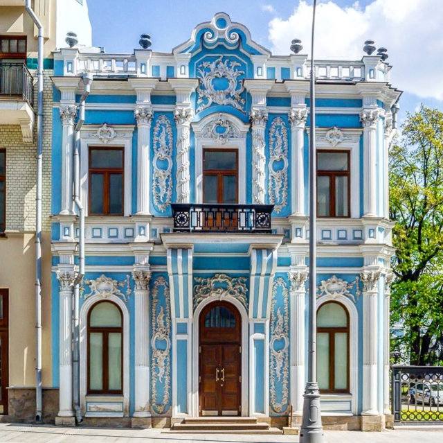 https://favorite-moscow.ru/wp-content/uploads/2021/08/Б.Лубянка-Обложка2-640x639.png